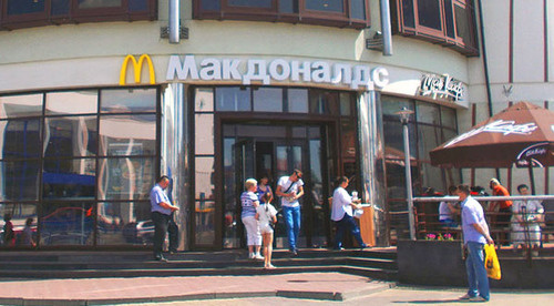 Ресторан сети McDonald's. Фото: AlexTref871 https://ru.wikipedia.org
