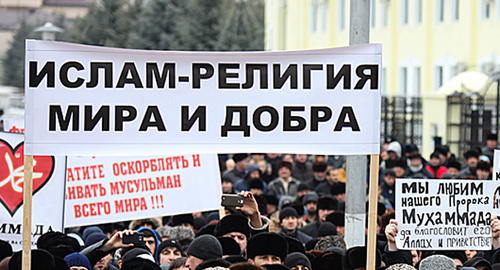 Плакаты на митинге в Ингушетии. Фото: http://www.ingushetia.ru/photo/archives/022003.shtml