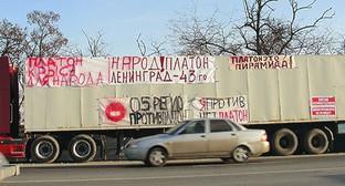 """Плакаты на фуре одного из протестующих дальнобойщиков в Дагестане. Фото Мурада Мурадова для """"Кавказского узла"""""""