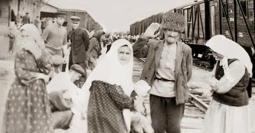 На вокзале. 1957 год Фрунзе. Жители с. Юрт-Аух. Фото https://ru.wikipedia.org