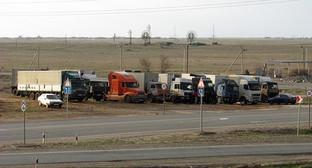 Дальнобойщики в Астрахани предупредили о рисках гибели урожая