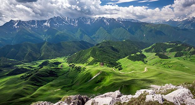 Вид на Кавказские горы (хребет), Ингушетия. Фото Тимур Агиров https://ru.wikipedia.org/wiki/Ингушетия
