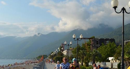 Набережная Гагры. Фото с сайта Министерства по курортам и туризму Абхазии.