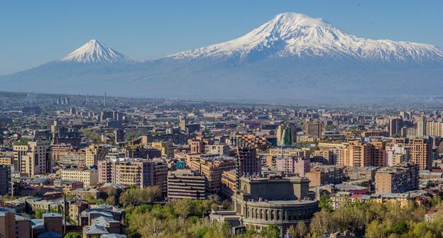 Вид нате Эривань да гору Арарат. Фото: Serouj Ourishian https://ru.wikipedia.org/