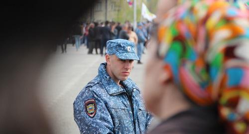 """Сотрудник полиции в Чечне. Фото Магомеда Магомедова для """"Кавказского узла"""""""