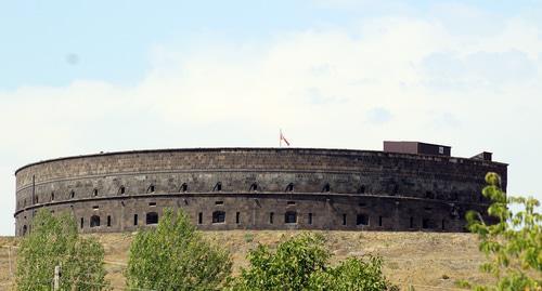 """Старая русская крепость в Гюмри, построенная в 1834 году. Жители называют ее  """"Черная крепость"""" Фото: Тиграна Петросяна для """"Кавказского узла"""""""