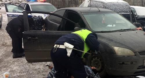Задержание. Фото http://nac.gov.ru/antiterroristicheskie-ucheniya/v-moskve-sotrudniki-mvd-rossii-prinyali-uchastie.html