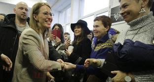 Ксения Собчак во время встречи с избирателями. Фото: REUTERS/Anton Vaganov
