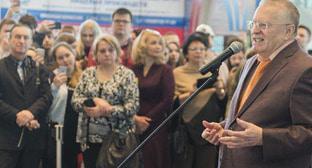 Владимир Жириновский во время встречи с избирателями. Фото: Пресс-служба ЛДПР https://ldpr.ru/events/photo/Education_and_Career_050318/