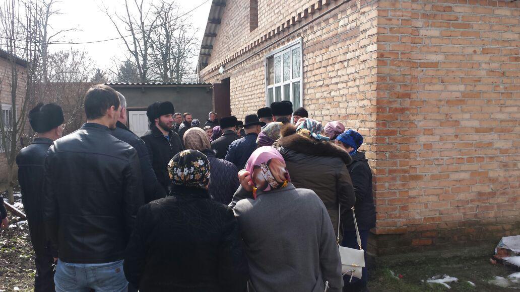 Вынужденные переселенцы из Чечни, собравшиеся в Назрани 15 марта 2018 года. Фото Ужаха Ужахова