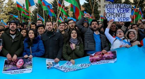 Участники митинга в Баку поддержали призыв к бойкоту президентских выборов