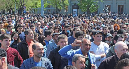 Лидера правящей партии выбрали  премьер-министром Армении