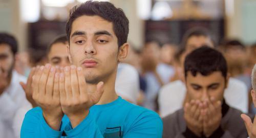Believers praying in Juma Mosque in Baku. Photo by Aziz Karimov for the Caucasian Knot