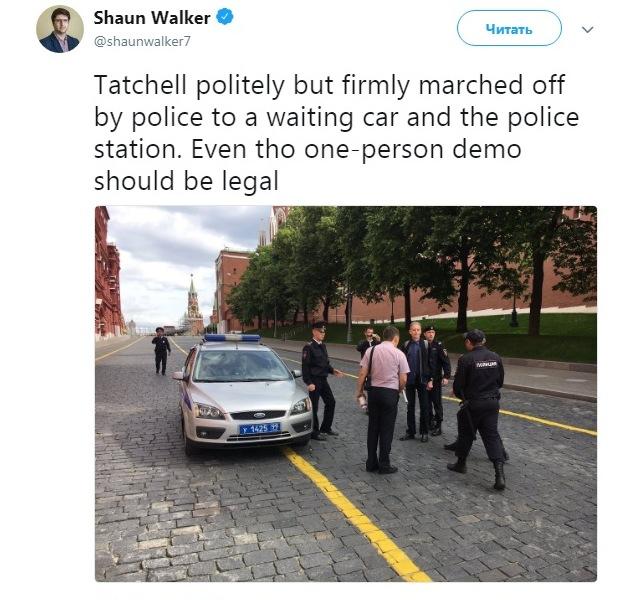Сообщение о задержании Тэтчелла, сделанное в Twitter журналистом британской газеты The Guardian Шоном Уокером. https://twitter.com/shaunwalker7/status/1007236551766609920