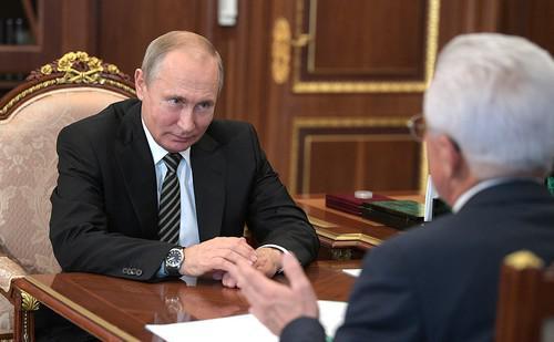 Политологов заинтриговали частые встречи Васильева с Путиным