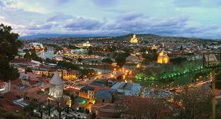 Тбилиси. Фото: Vladimer Shioshvili - Flickr: Tbilisi sunset https://ru.wikipedia.org