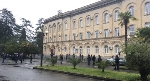 Протестующие против коррупции в Абхазии приостановили акцию