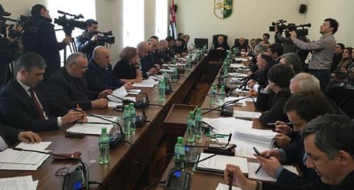 Парламент Абхазии принял закон о декларировании доходов чиновниками