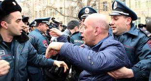 16 человек задержаны на акции протеста в Ереване
