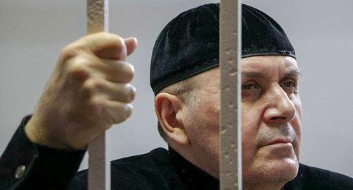"Оюб слушает приговор. Фото Дмитрия Борко, ПЦ ""Мемориал"""
