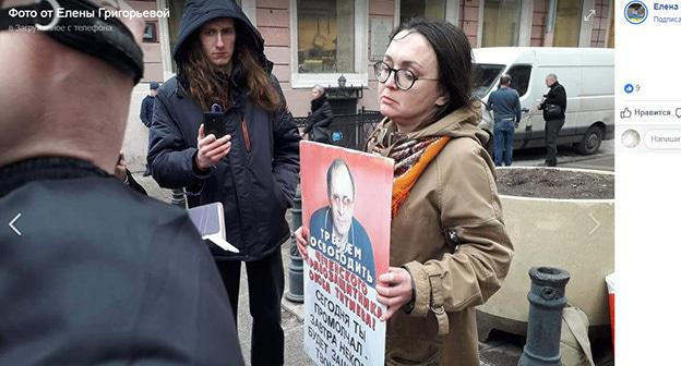 Пикет в поддержку Титиева в Петербурге. 18 марта 2019 г. Скриншот сообщения Елены Григорьевой в Facebook https://www.facebook.com/photo.php?fbid=287868815461737&set=pcb.287868848795067&type=3&theater&ifg=1