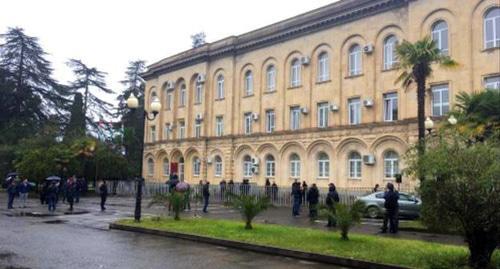 Жители Абхазии потребовали от чиновников публикации деклараций о доходах