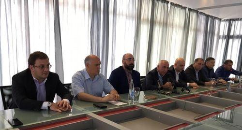 Оппозиция объяснила кризисом большое число кандидатов в президенты Абхазии
