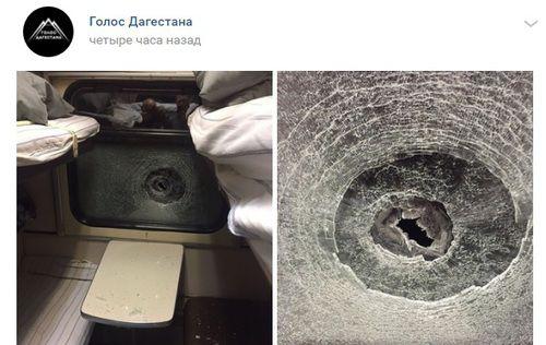 """Разбитое окно в поезде Санкт-Петербург - Махачкала. Фото: скриншот со страницы """"Голос Дагестана"""" """"Вконтакте"""" https://vk.com/golos_dagestan?w=wall-74219800_385143"""