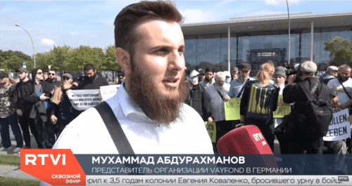 Мухаммад Абдурахманов на митинге в Берлине 4 сентября. Скриншот видео: https://www.youtube.com/watch?v=64zQFCuBo8Q