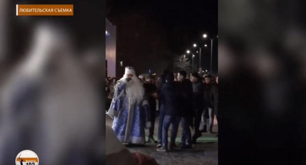 Двое обитателей Волгоградской области арестованы потом конфликта с Дедом Морозом