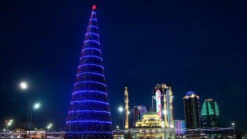 Новогодняя елка в Грозном. Фото пресс-службы администрации города, http://grozmer.ru