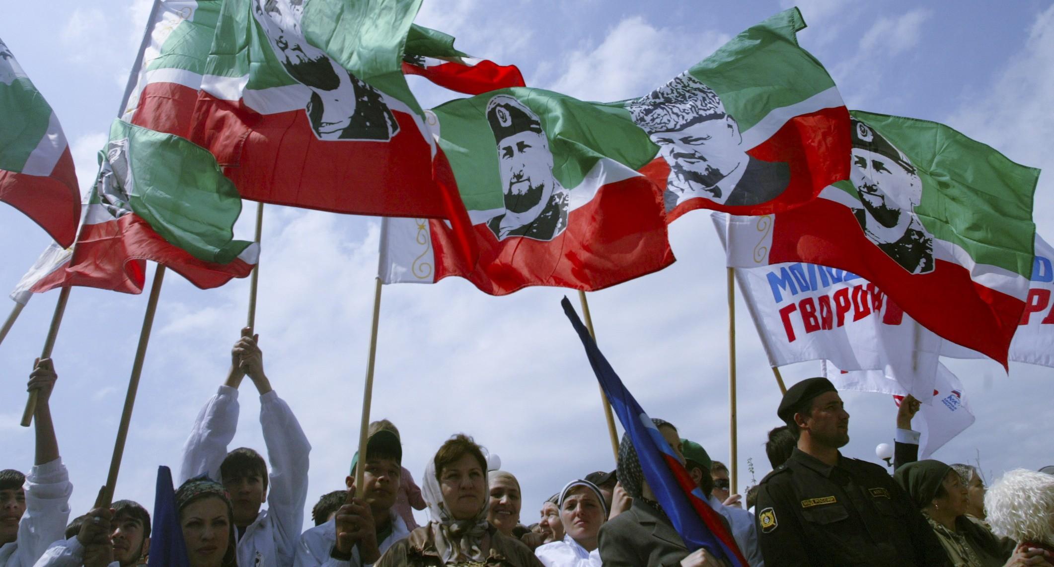 Флаги в Грозном. REUTERS/Sergei Karpukhin