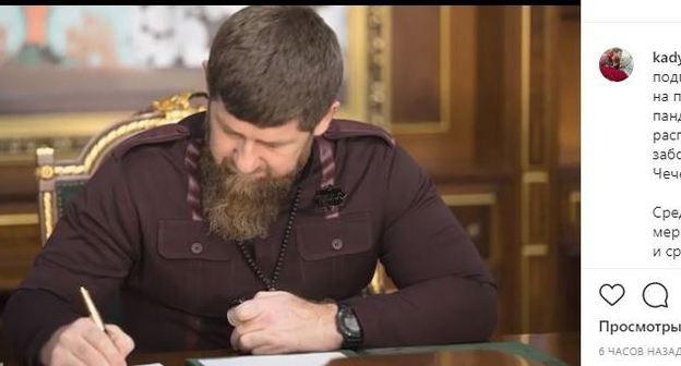 Рамзан Кадыров подписал ряд указов, направленных на поддержку бизнеса в условиях пандемии, а также недопущения распространения инфекционного заболевания на территории Чеченской Республики. Скриншот на странице главы региона в соцсети Instagram. https://www.instagram.com/p/B-ZtjyTohXu/
