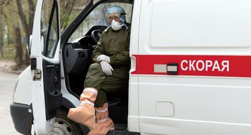 Врач скорой помощи. Фото: Павел Мирошкин https://v1.ru/text/gorod/69263266/