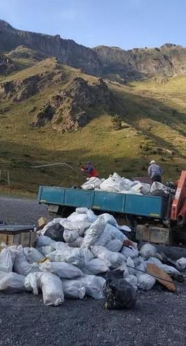 """Уборка  горы Эльбрус. Снимки предоставлены пресс-службой АО """"Курорт"""" Эльбрус"""""""
