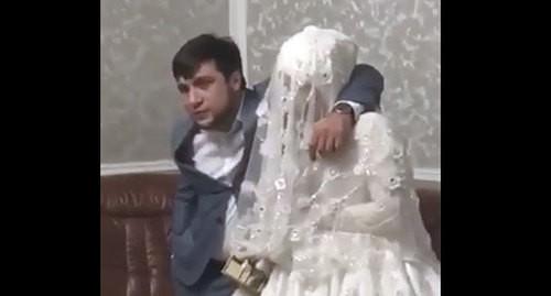 Житель Дагестана и его невеста. кадр видео канала Голос Дагестана https://vk.com/golos_dagestan?w=wall-74219800_766567