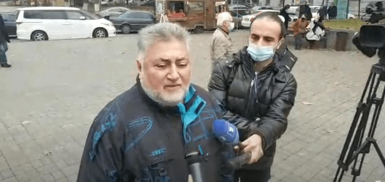 Ара Папян на митинге в Ереване 14 декабря 2020 года. Стоп-кадр прямой трансляции: https://youtu.be/7LvKHIqBkZA