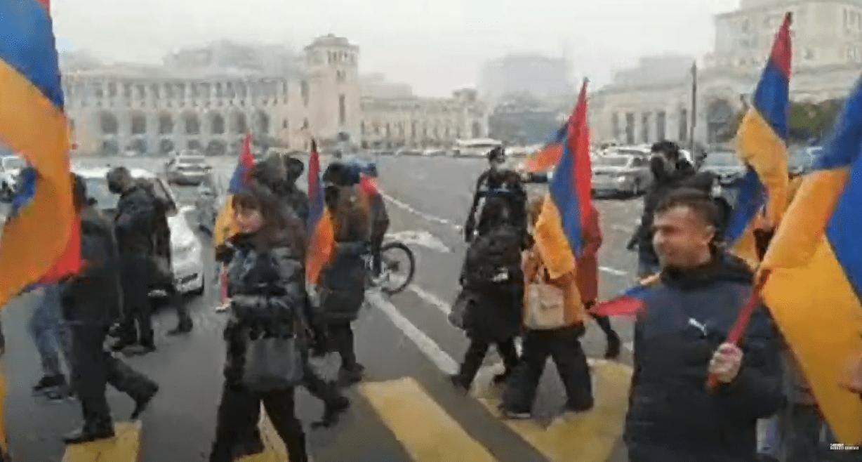 Шествие в Ереване 14 декабря 2020 года. Стоп-кадр прямой трансляции: https://youtu.be/7LvKHIqBkZA