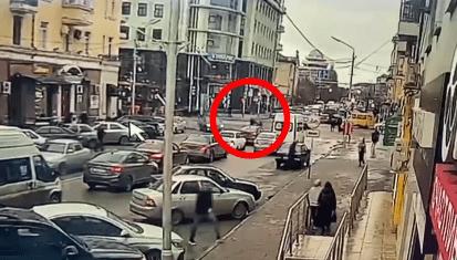 Стоп-кадр видео нападения на силовиков в Грозном 28 декабря. https://www.instagram.com/p/CJeTVvRK67x/
