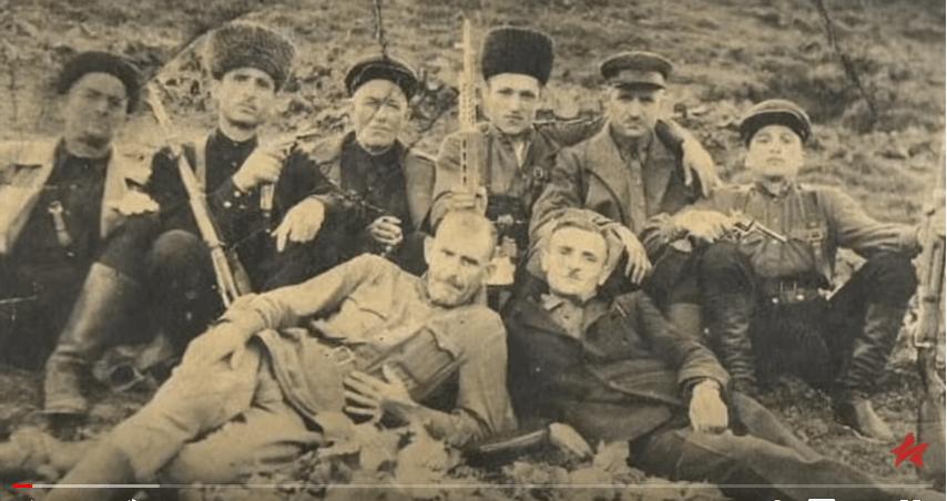 Чеченские повстанцы из группы Хасана Исраилова. Фото: стоп-кадр видео https://youtu.be/IuSeaCo3dSw