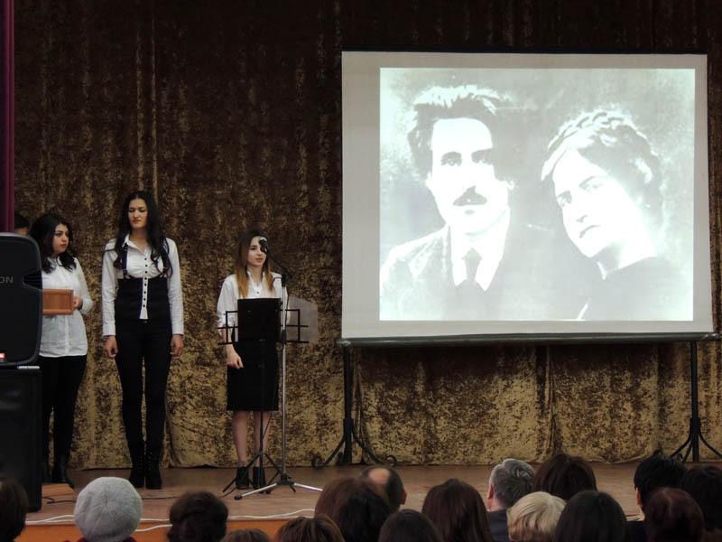 стихи ахматовой читают актеры слушать