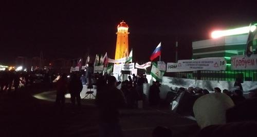 """Вечером митинг в Магасе продолжился. 26 марта 2019 года. Фото Умара Йовлоя для """"Кавказского узла""""."""