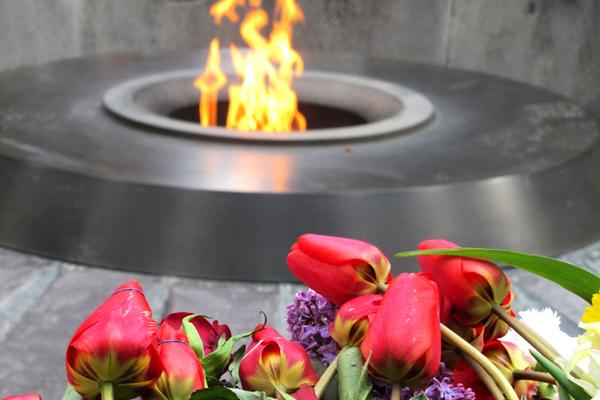 На Таймс-сквер в Нью-Йорке тысячи людей почтут память жертв Геноцида армян